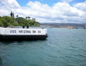La banchina della nave USS Arizona, completamente affondata per l'attacco giapponese a Pearl Harbor