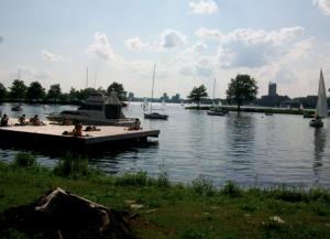 Una delle tante banchine lungo il fiume